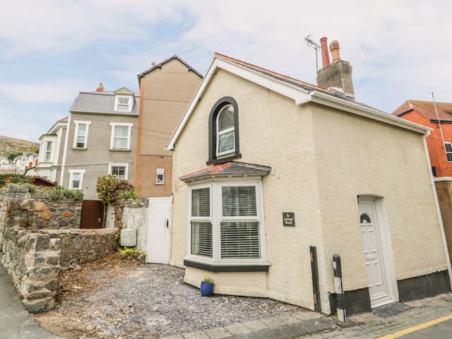 TY CORNEL BACH, pet friendly, with a garden in Llandudno, Ref 977878