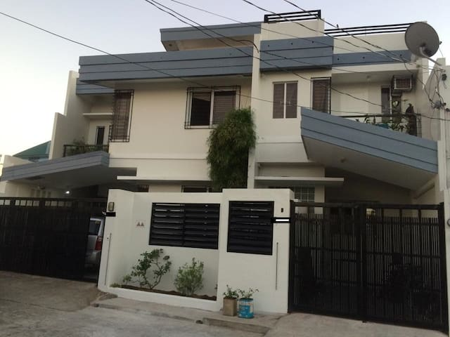 Brand New 3 BR House in the heart of Legazpi City - Legazpi City - Apartament