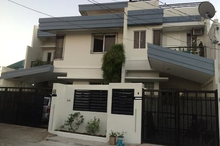Brand New 3 BR House in the heart of Legazpi City - Legazpi City - Casa