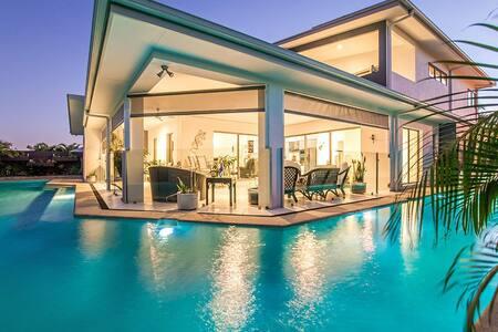 Quiet, Luxury, Spacious with  spa & balcony - Peregian Springs - House