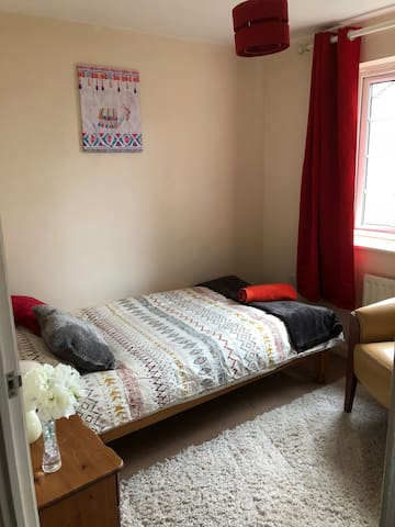 Comfy Single bedroom, Crawley near Gatwick