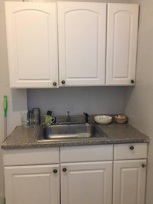 Spray hose in kitchen sink.