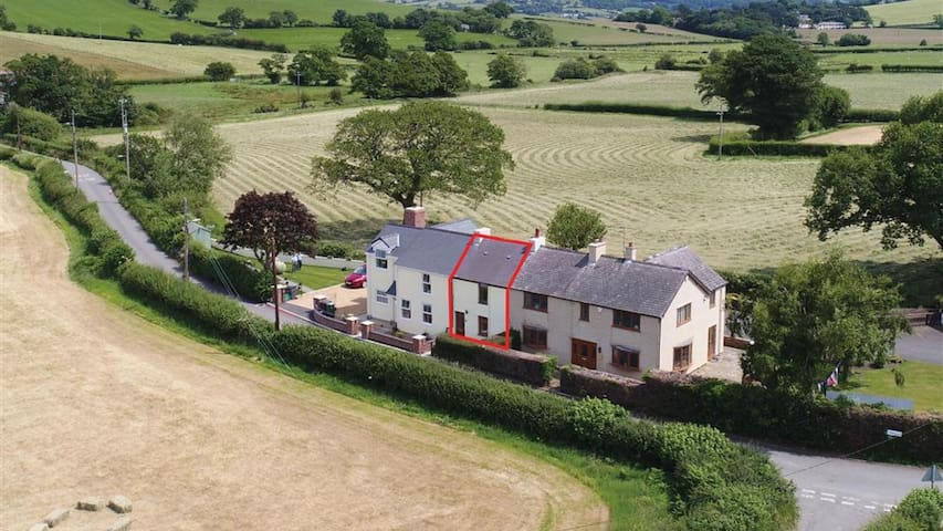 Ty Doli Cottage, rural location just outside Conwy town