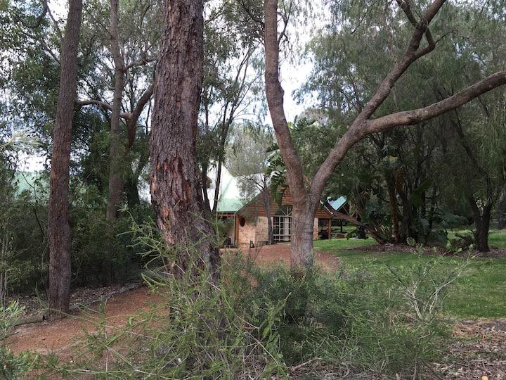 Country retreat near Bunbury; spa & pool on 1 acre