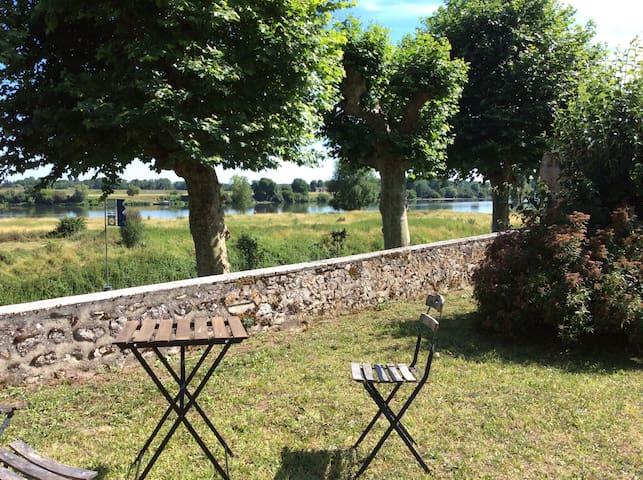 La petite maison au bord de la Loire
