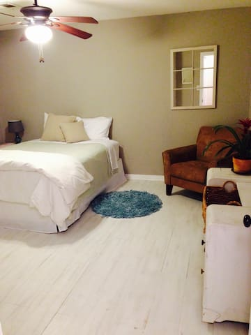 Large Clean Room near OCU - Oklahoma City - House