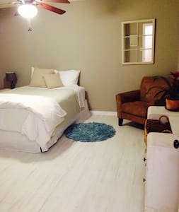 Large Clean Room near OCU - Oklahoma City