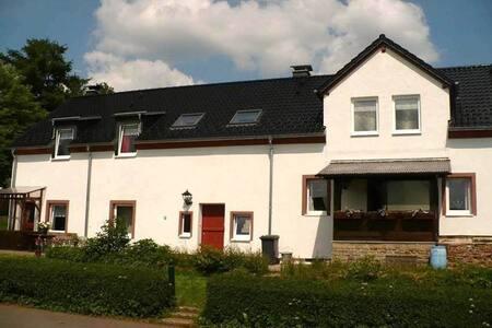 KoeStal bij Den lange Heiman, Eifel - Meisburg - 獨棟
