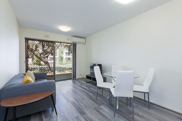 South Perth Perfect Location Free WIFI & Parking