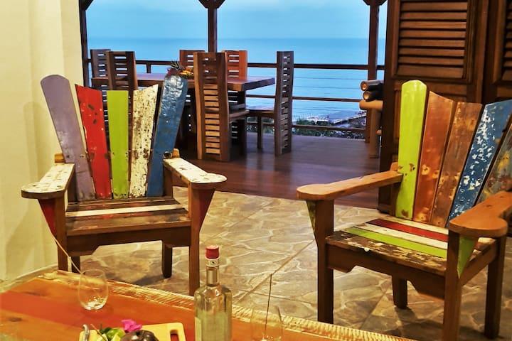 Salon ouvrant sur terrasse vue mer