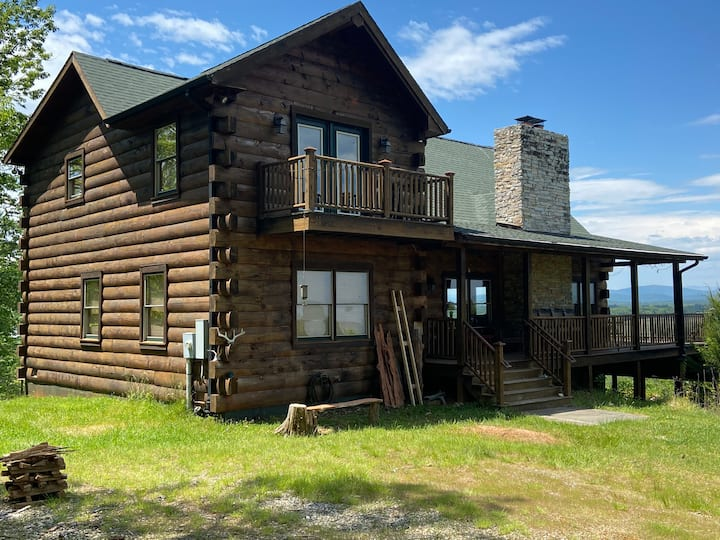 Luxurious mountain top log cabin on James River