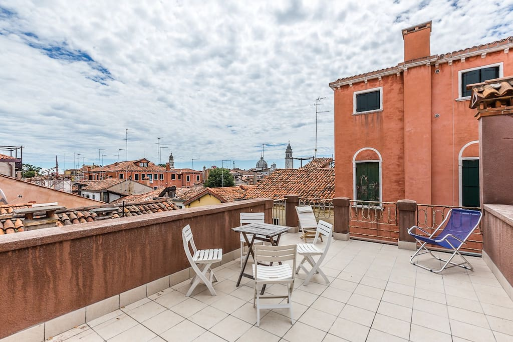san lorenzo terrace central with sunny terrace apartments for rent in venice veneto italy. Black Bedroom Furniture Sets. Home Design Ideas