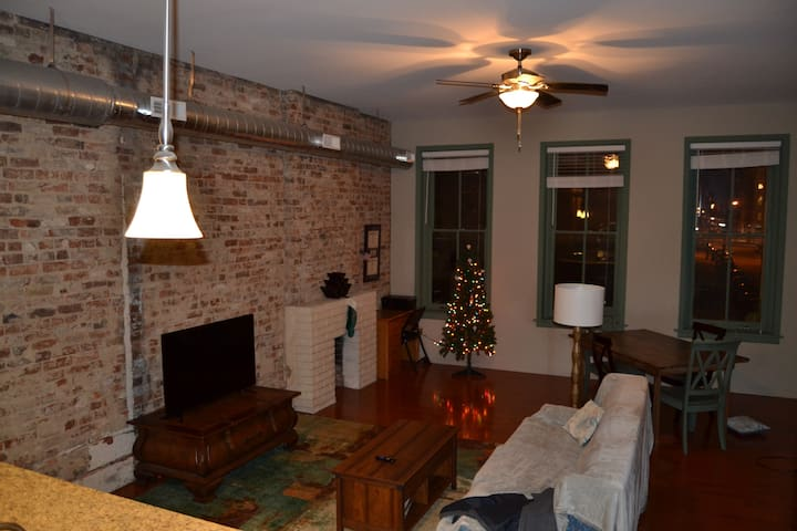 Spacious OTR Apt above one of Cincy's best bars - Cincinnati - Leilighet