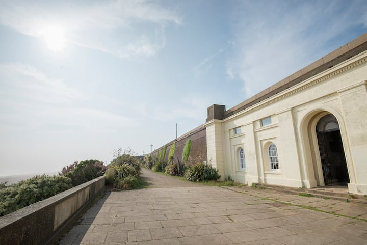 Constables Cottage - Tranquility on the Seafront