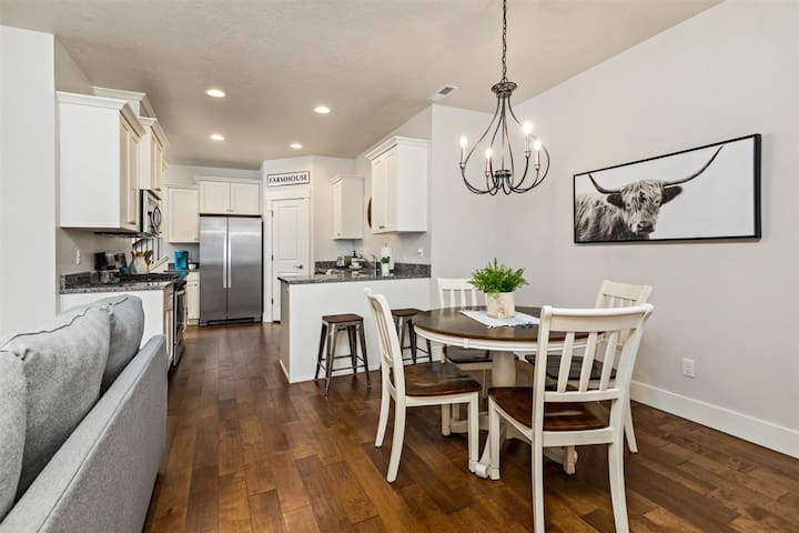 Brand New Modern Farmhouse In Downtown Eagle