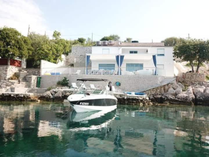 Villa met zwembad,sauna ,aanlegmogelijkheden boot