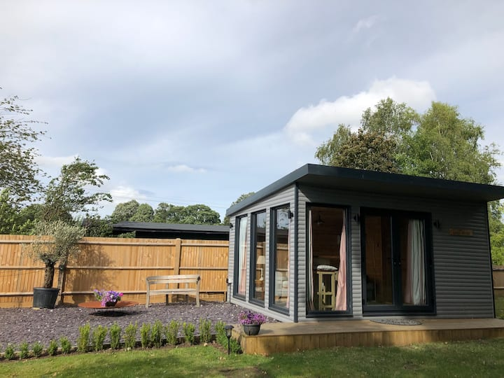 Wonderful Garden Studio with stunning views