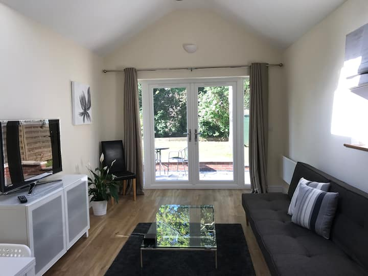 Attractive modern annexe for 2 to 3 near Cambridge