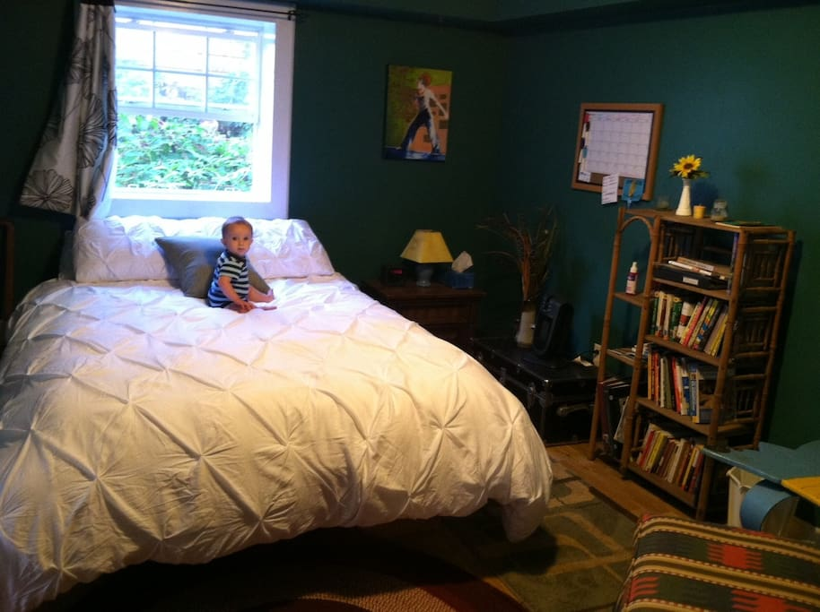 Queen sized bed and local trail guides and books to browse. (Baby not included)