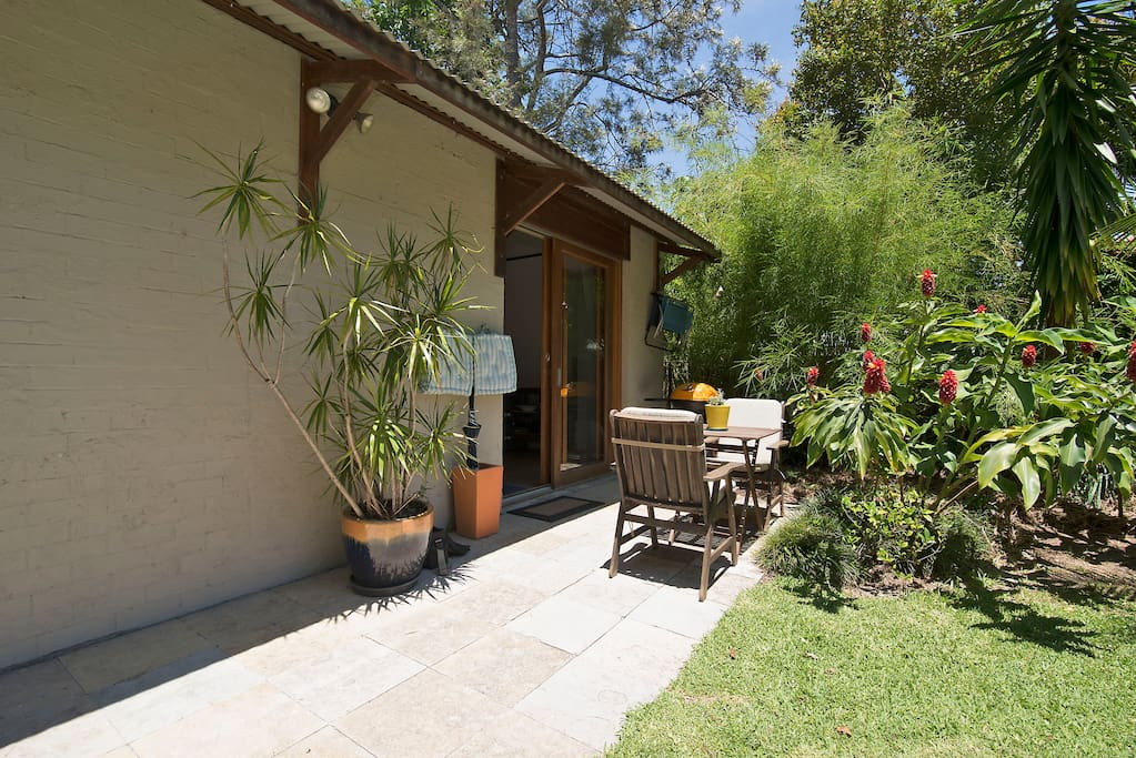 Entry with outdoor table