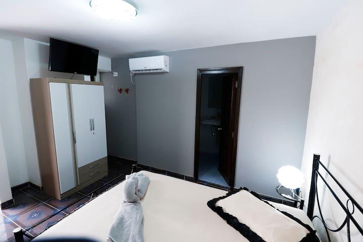 ROOM 1  BED & BREAKFAST  LA CUBANA
