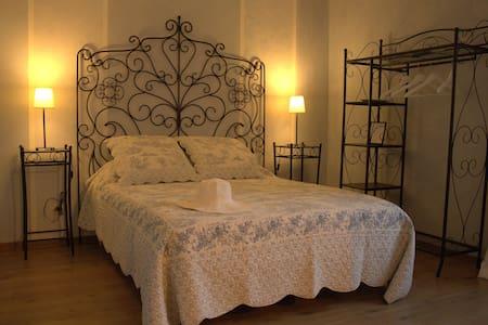 """Chambre double """"L'Aigronne"""" - Le Petit-Pressigny - Gæstehus"""