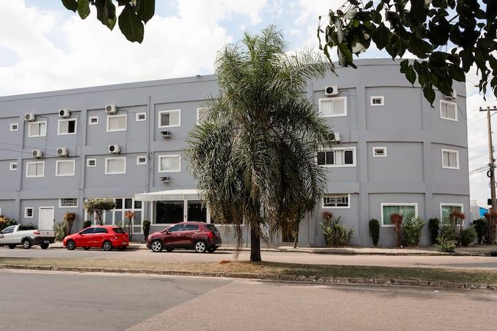 Suites, Ar condicionado, frigobar e estacionamento