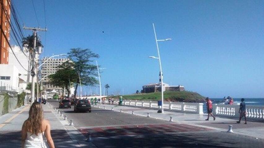 Apartamento 1/4 no Farol da Barra, vista p/ o mar! - Barra