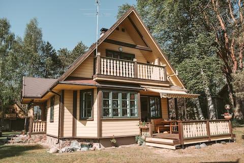 Privat hyttehus i skoven
