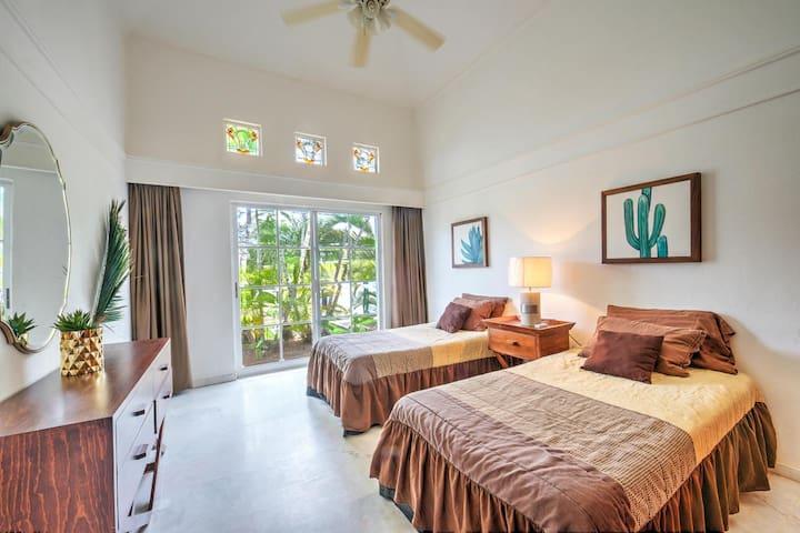 Bedroom 3 - 2 twin beds.  Overlooks private complex park.