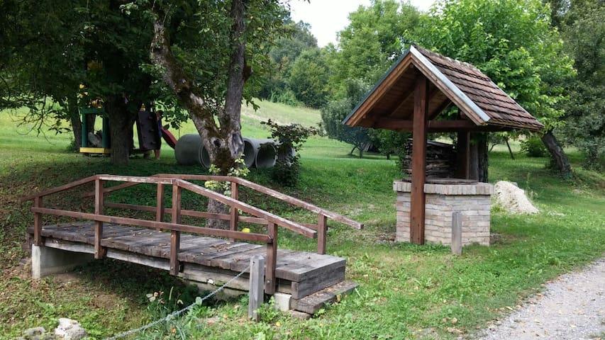 Udobne kuće u seoskoj okolini - Svračica - Hus