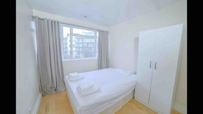 Double Room in Functional Flat CENTRAL LONDON