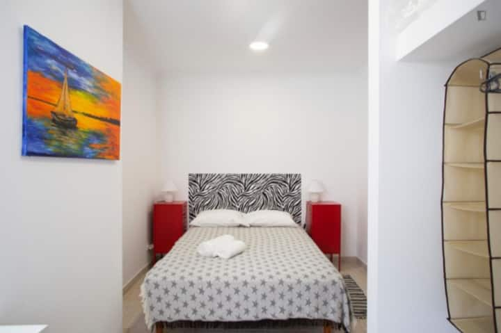 Room with double bed and private WC