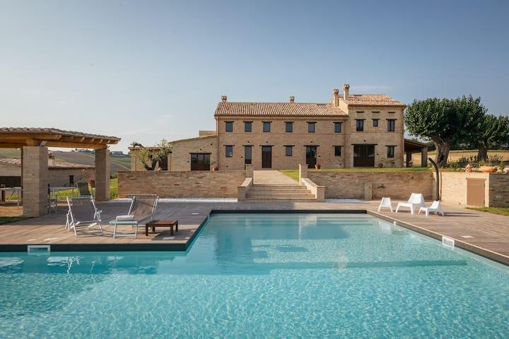 Villa con piscina privata 600 mq