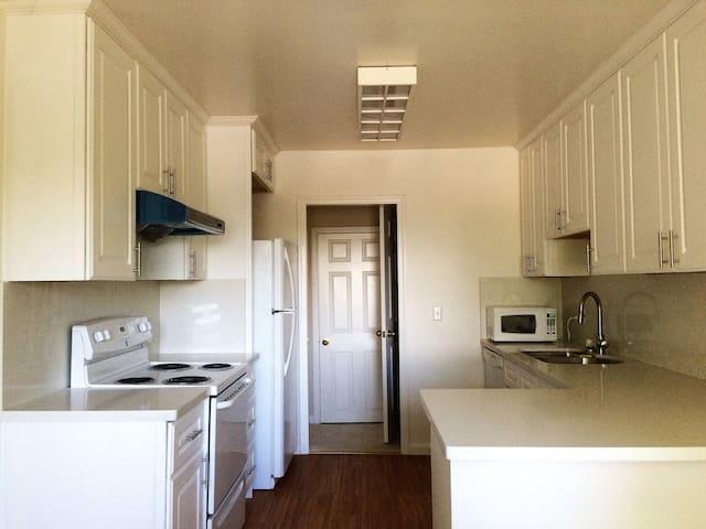 Charming Cupertino 2-br condo - San Jose - Appartement en résidence