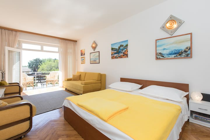 Cozy apartment in Selce
