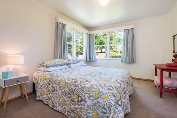 Queen Bedroom  (No. 1)