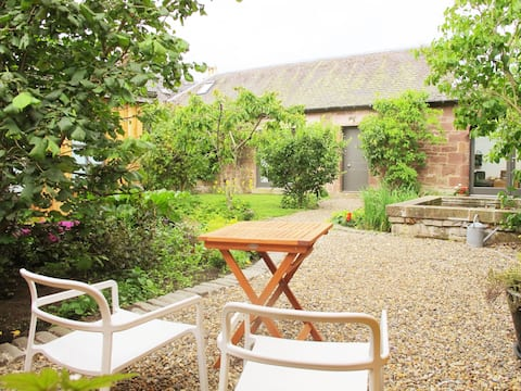 Romantic Cosy Garden Getaway near Edinburgh