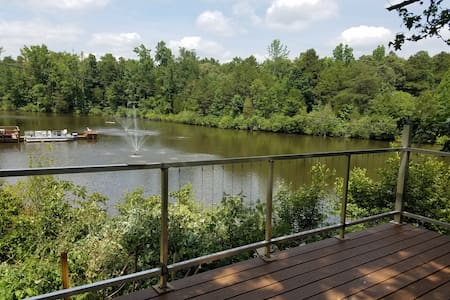 """Treehouse"" Private lot lake/dock, Arcade for kids - Mint Hill - Talo"