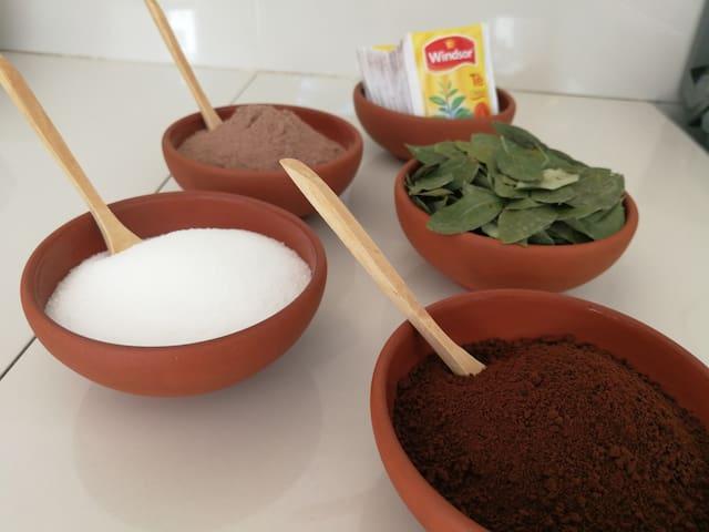 Included in the breakfast, a selection of tea, coffee, hot chocolate and coca/ Incluido en el desayuno una selección de té, café, chocolate caliente y coca
