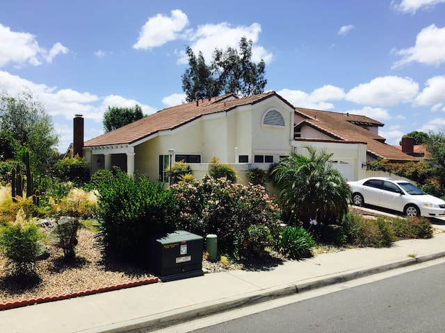 Cozy Home w/ Great Access to SoCal Attractions