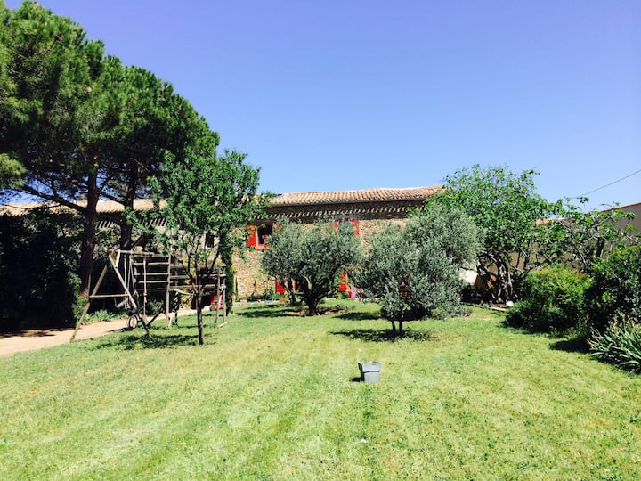 Maison avec piscine au coeur d'un domaine viticole
