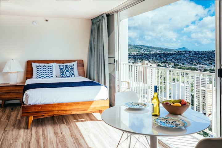 **Professionally Sanitized**Renovated Pacific Monarch Studio Near the Beach! - Pacific Monarch Ocean Studio on the 31st Floor