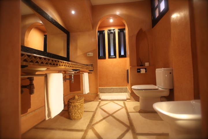 Private Riad + 8 bedrooms + pool + more
