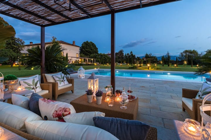 VILLA HUGO, Understated Luxury 4 Bedrooms Villa with Pool and a Welcoming Ambience