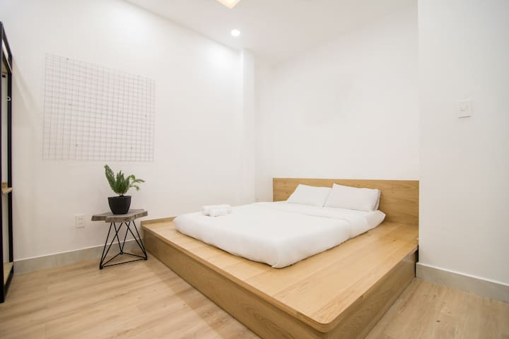 Cheap private bedroom near airport