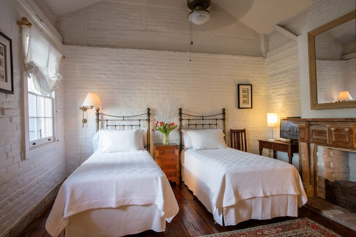 Private Suite/Bath Overlooking Courtyard In Treme