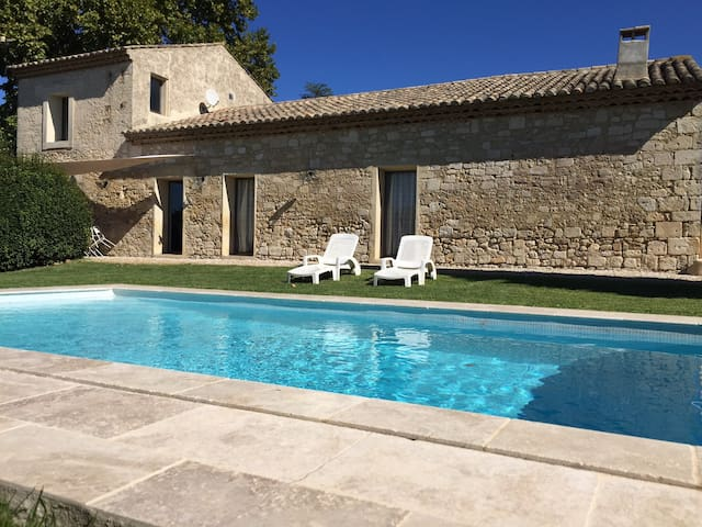 old stone, new amenities and pool - Mudaison - Haus