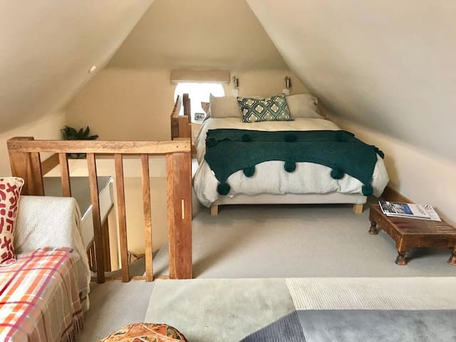 Self contained homely  loft conversion in TWells