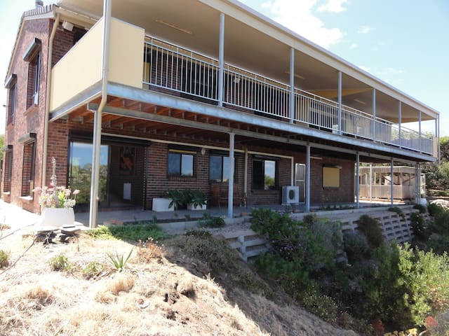 Aldinga Beach apartment. Sea views.